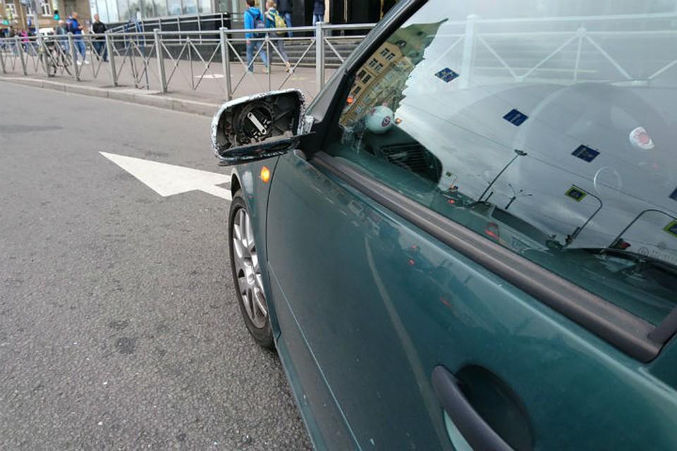 Картинки по запросу Водитель такси напал на машину оппонента с битой