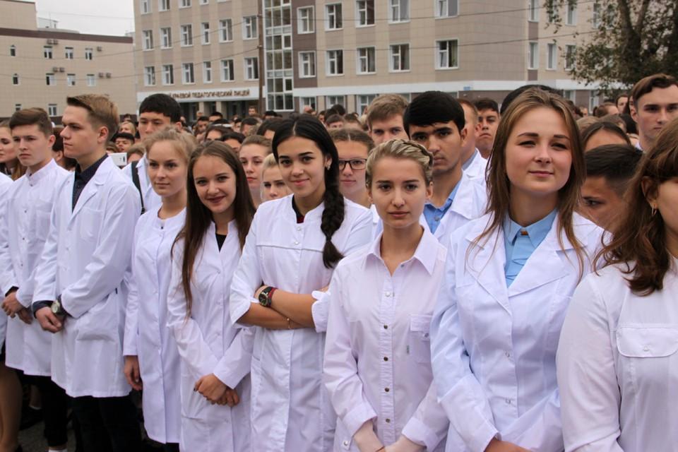 Более 200 иностранцев стали первокурсниками алтайского медуниверситета