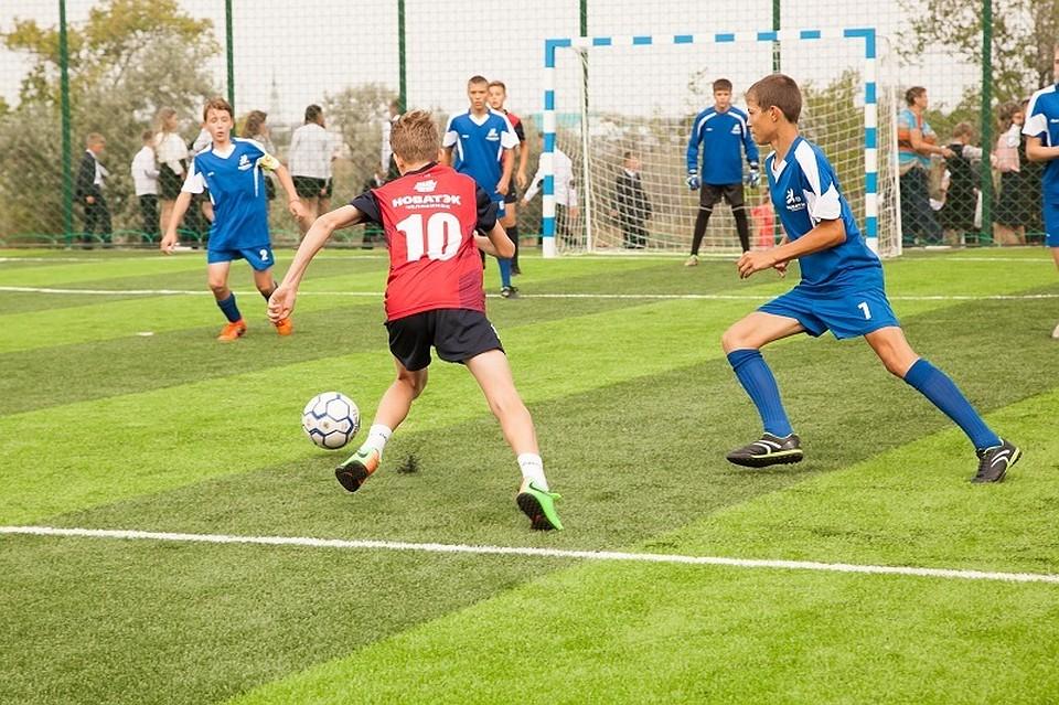 Играть на новом поле — одно удовольствие! Фото: пресс-служба компании «НОВАТЭК — Челябинск».