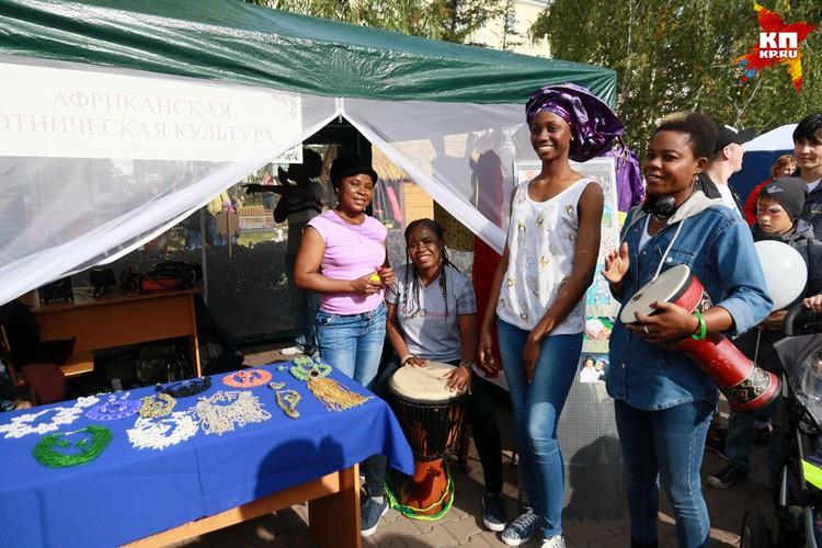 Фестиваль национальных культур в Барнауле прошел под звуки африканских барабанов