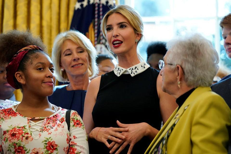 Дочь и «специальный советник» президента США Иванка Трамп выступает в Белом доме
