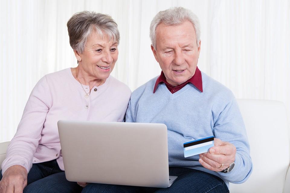 Если баллов или стажа для начисления трудовой пенсии вам не хватает, есть два возможных сценария: отложить выход на пенсию или получать социальные выплаты. Фотобанк Lori