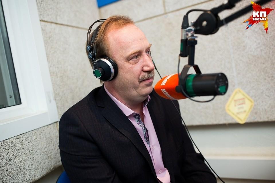 Илья Скирпичников в эфире радио.