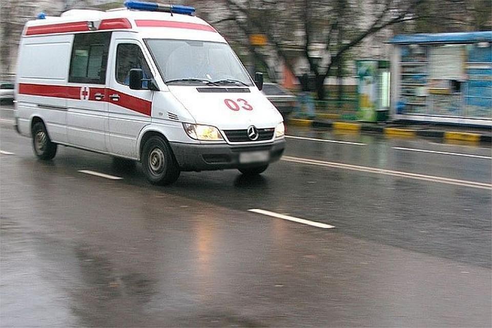 """Мальчика увезли на """"скорой"""" в больницу. Водителя легковушки ищут"""