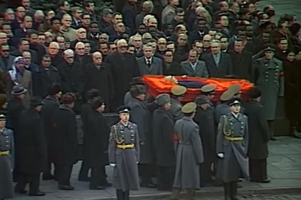 Молдавия хоронила Брежнева как родного, а в СССР боялись новой мировой войны!