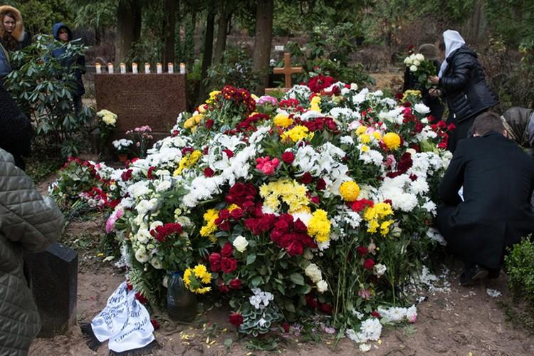 Родные писателя хотели, чтобы похороны прошли в камерной обстановке. Фото: Олег СТЕПНОВ