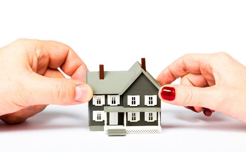 Можно ли продать квартиру и купить дом