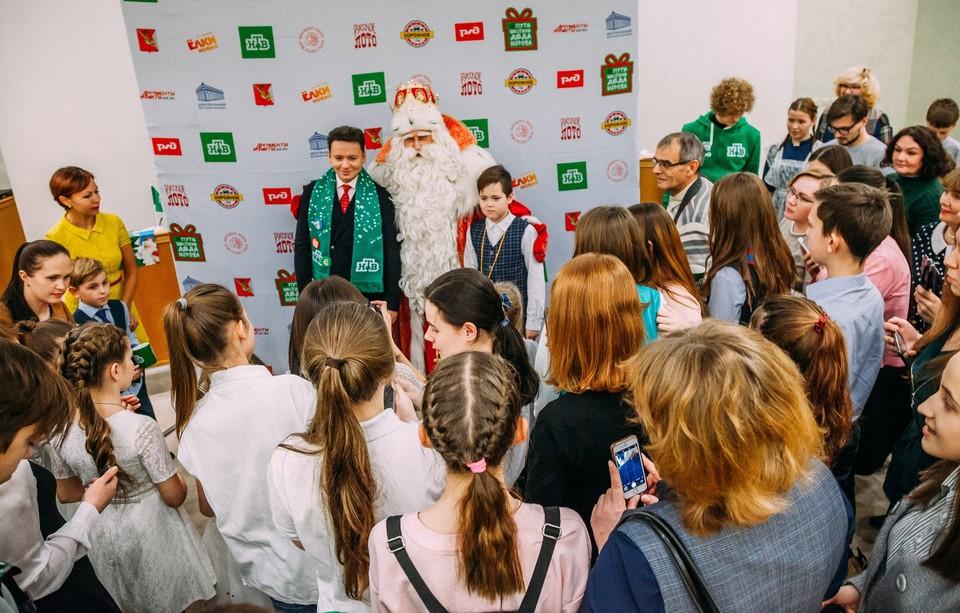 """Российский Дед Мороз ответил на вопросы тюменских школьников. Фото: официальная группа """"Тюмень - наш дом""""."""
