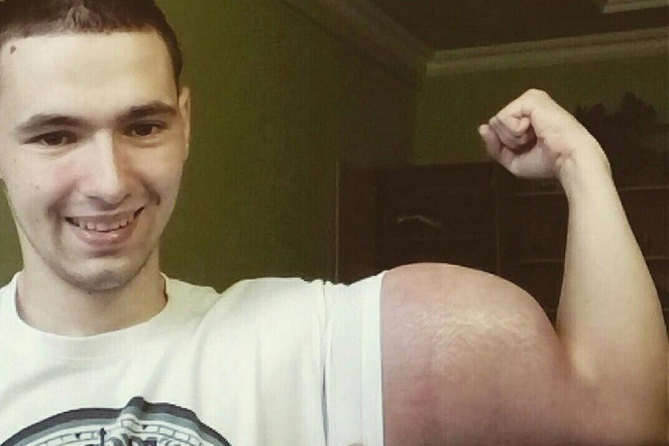 Кирилл Терешин пообещал вставить себе клыки и разрезать язык надвое. Фото:vk.com/slacker26