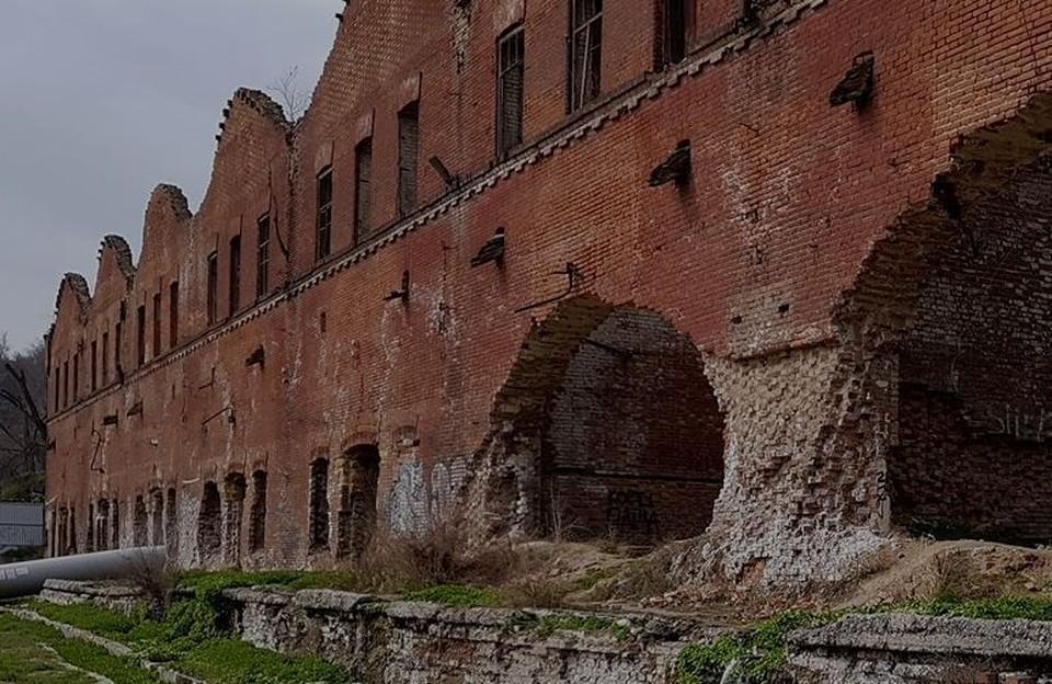 """Парамоновские склады """"зависли"""" на много лет: ни сноса, ни реконструкции."""
