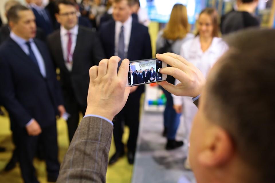 """Выставку """"Дни Дальнего Востока в Москве"""" посетило много молодежи."""