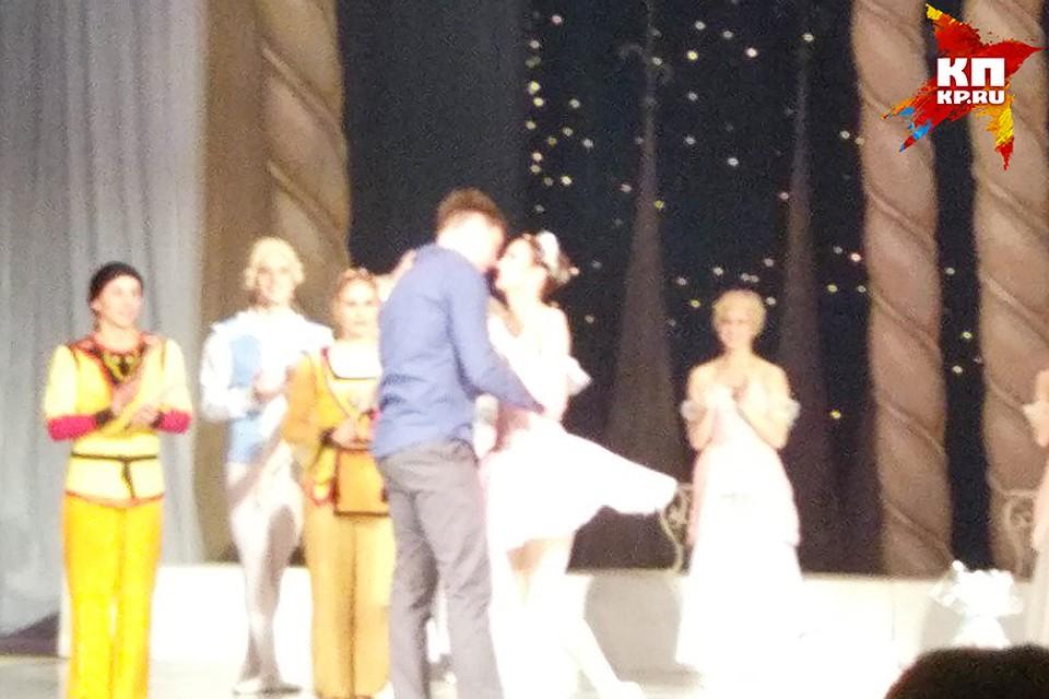 Балерина с радостью приняла предложение руки и сердца