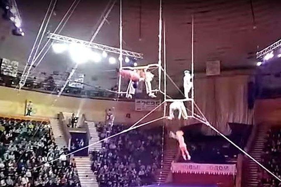 Разминающиеся цирковые акробатки видео