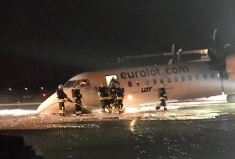 Картинки по запросу польский самолет сел без шасси