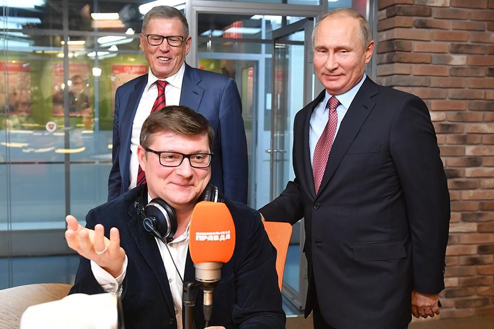 """Журналист """"Комсомольской правды"""" Валерий Рукобратский не упустил возможности вывести президента в эфир радио."""