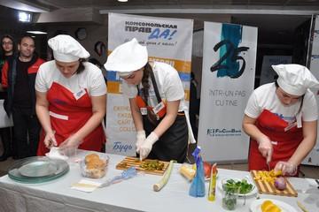 «Комсомолка» провела самое вкусное мероприятие года – «Накорми голодного студента»!