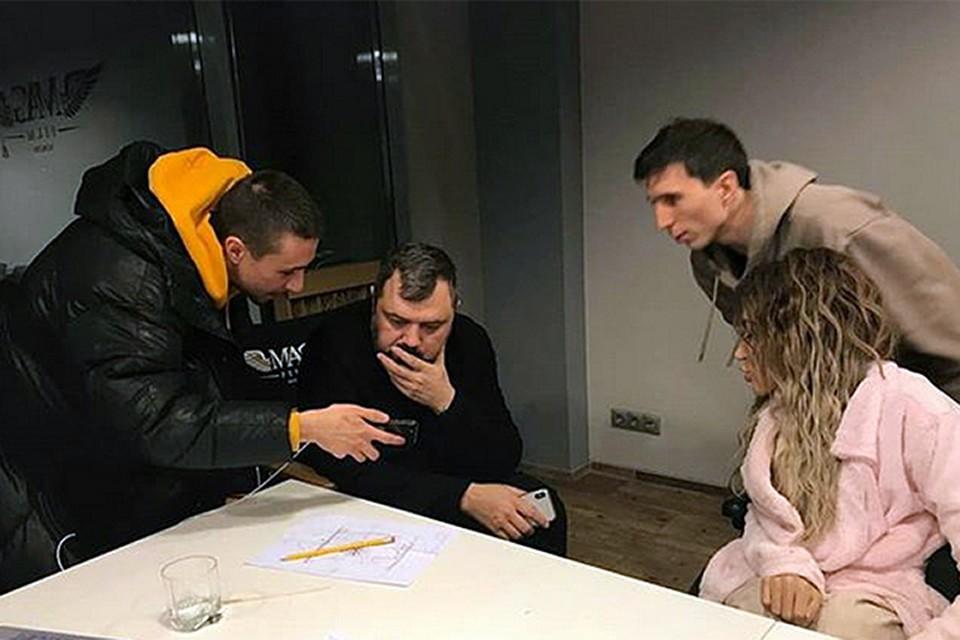 Работа уже кипит - в своем Инстаграме Самойлова показала кусочек обсуждения грядущего сотрудничества