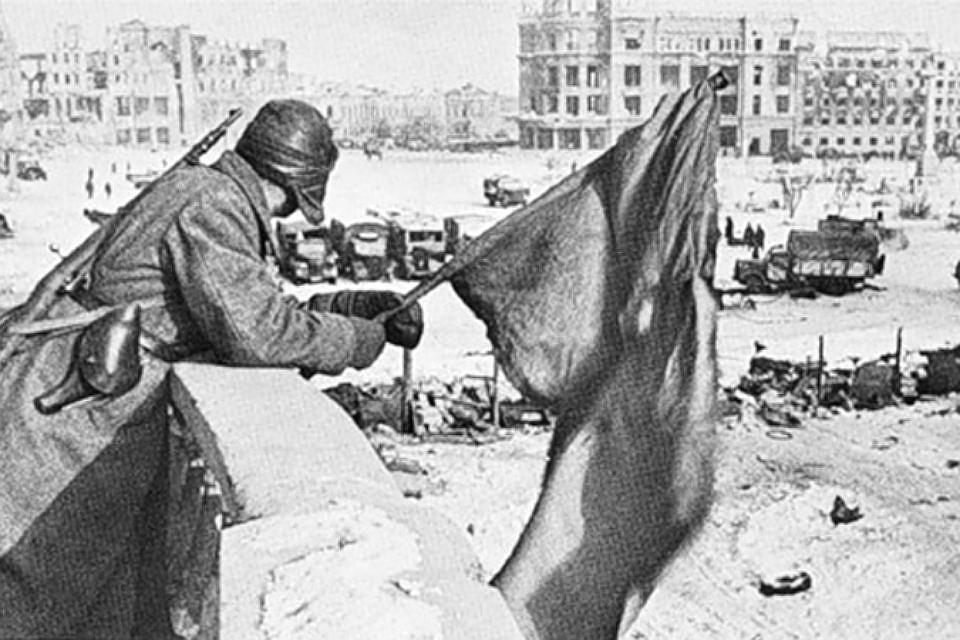 Знамя победы освобожденного Сталинграда. 31 января 1943 года.