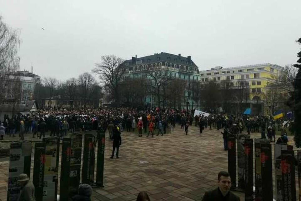 Радикалы устроили митинг у часовни. Фото: со страницы неонацистской группировки С14 в Facebook
