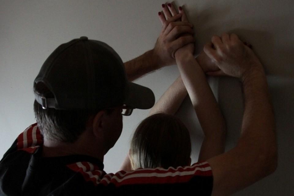 Жительница Бурятии спустя 5 лет нашла флешку и узнала, что ее муж изнасиловал дочь
