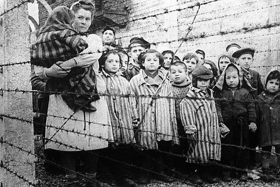 Узники концентрационного лагеря Освенцим, зима 1945 года. ФОТО /Фотохроника ТАСС/ ТАСС