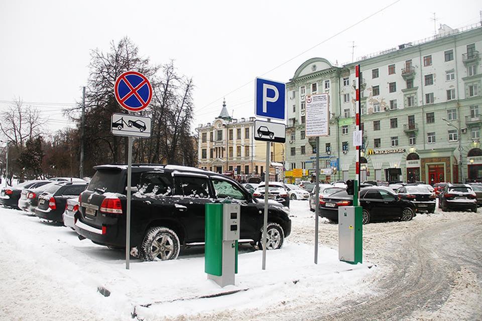 Платная парковка открылась на площади Горького.