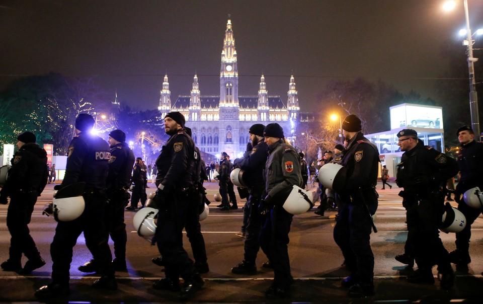 Девочка пропала прямо из отеля в австрийской столице