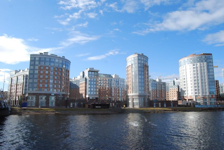 На набережной адмирала Лазарева достраивается жилой комплекс «Премьер Палас»
