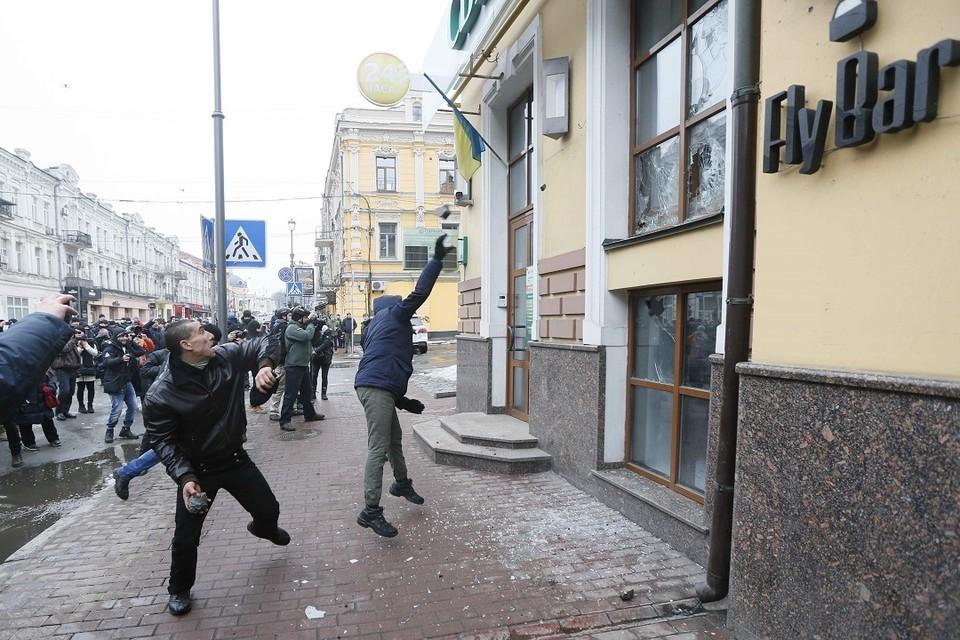 Украинские радикалы напали на российские объекты в Киеве