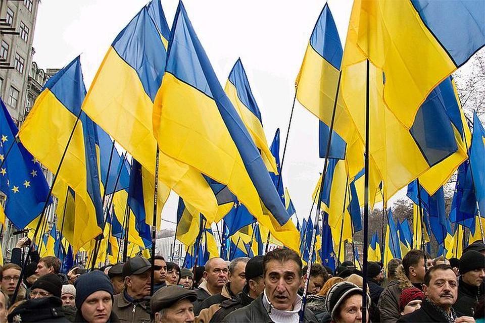 Львовские и киевские депутаты хотят водружать бандеровские флаги во время большинства памятных дат и празднований