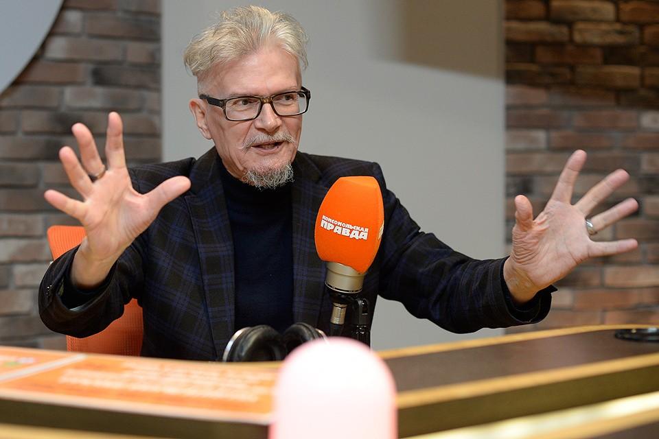 С первых секунд эфира на Радио «Комсомольская правда» Лимонов затопил все вокруг своей энергетикой.