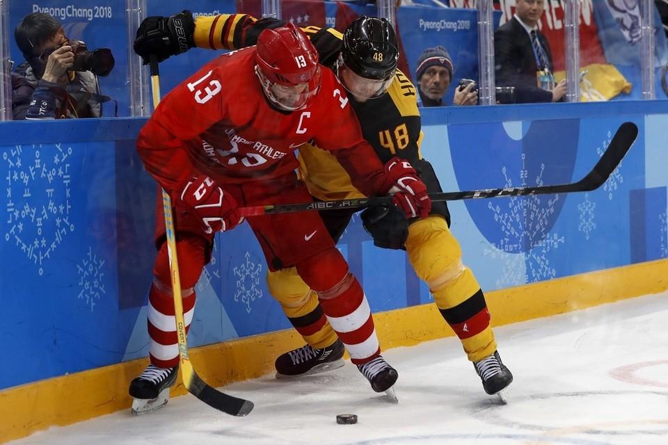 Российский хоккеист Павел Дацюк в финальном матче Олимпиады со сборной Германии