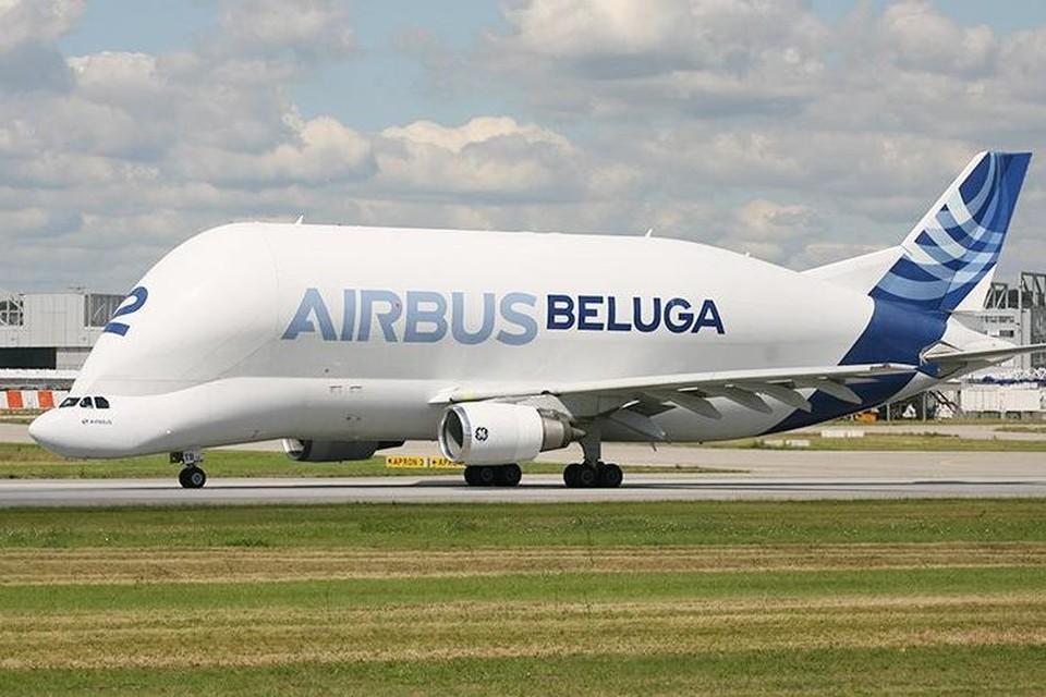 Грузовой самолет Airbus Beluga совершил вынужденную посадку в Германии после возгорания на борту