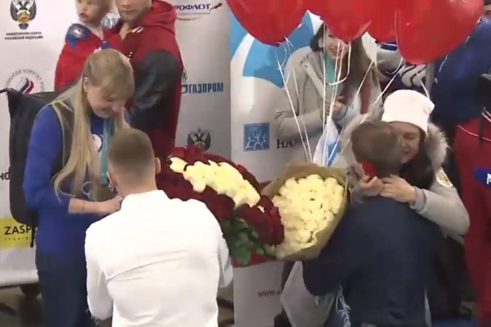 Вернувшихся из Южной Кореи Анну Нечаевскую и Анастасию Седову в аэропорту ждали женихи