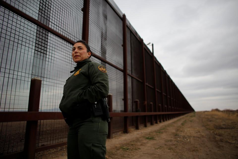 Суд США подтвердил законность строительства стены на границе в Мексикой