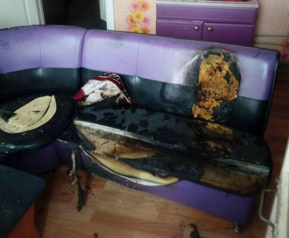 На кухне был обнаружен обгоревший диван Фото: МЧС