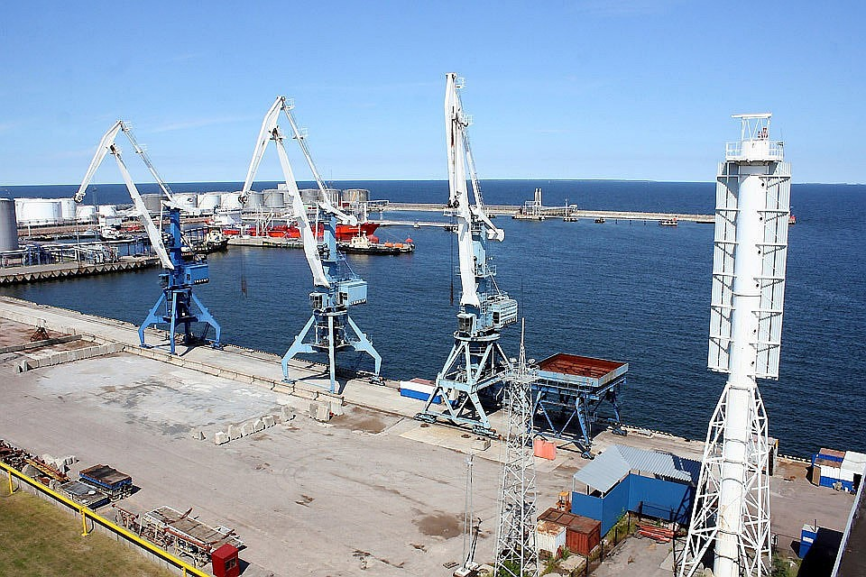 На погранпункте в порту Мууга задержано около 20 тонн китайского сиропа.