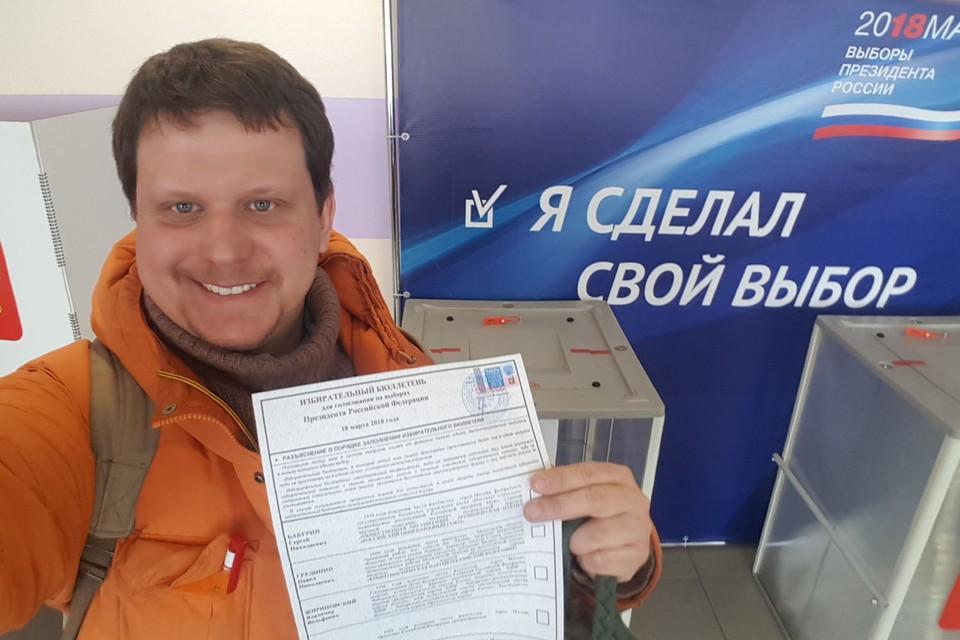 Наш спецкор Олег Адамович мечтал проголосовать самым первым в стране
