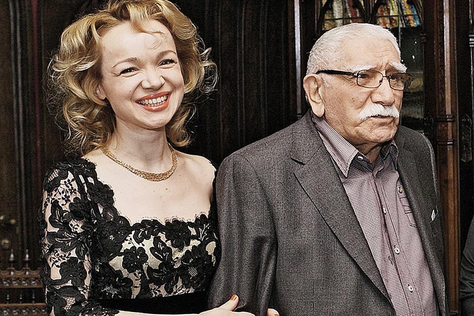 Не утихают страсти вокруг развода Армена Джигарханяна и Виталины Цымбалюк-Романовской Фото: Геннадий КАЛАШНИКОВ