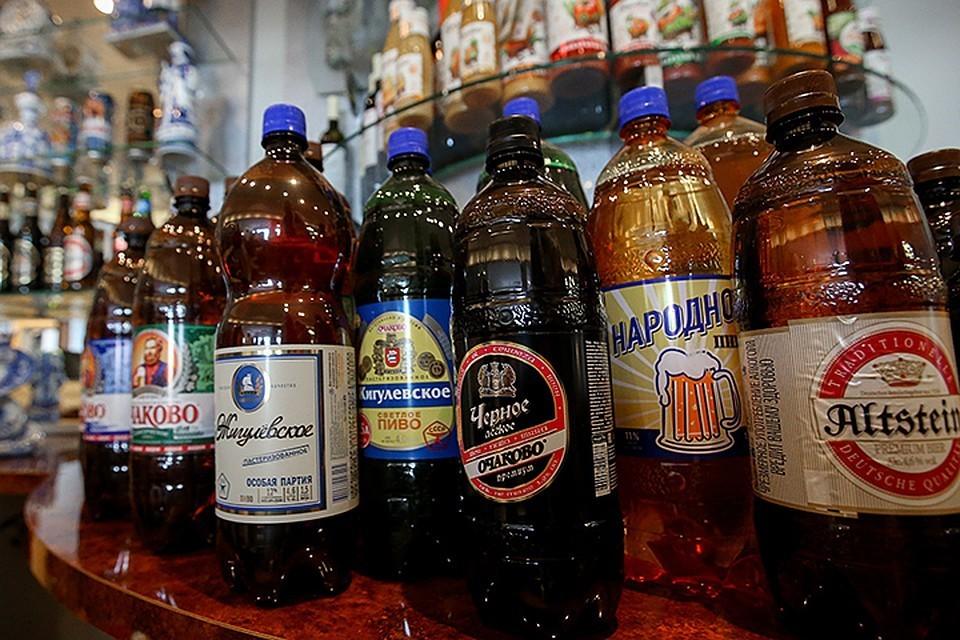 Депутаты Госдумы предлагают запретить пиво в больших баклажках. Фото: Антон Новодережкин/ТАСС.jpg