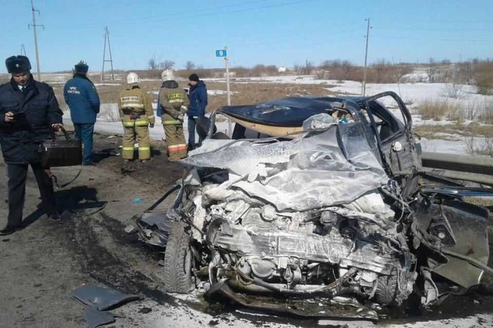 Машины столкнулись лоб в лоб. Фото: Валерий Горелых, пресс-секретарь ГУ МВД по Свердловской области