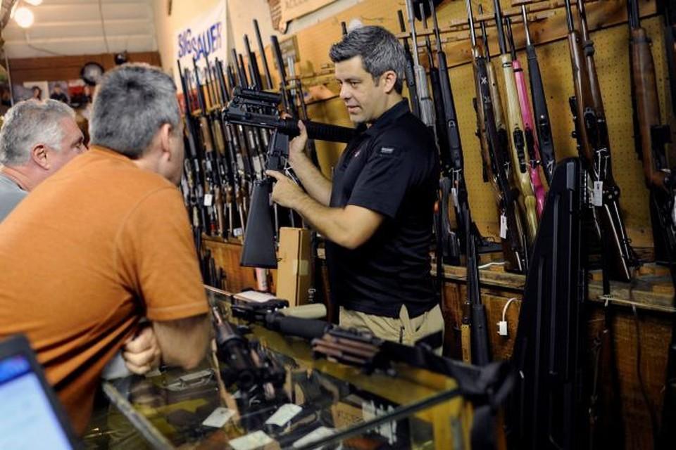 В американских оружейных магазинах можно выбрать винтовку или пистолет на любой вкус