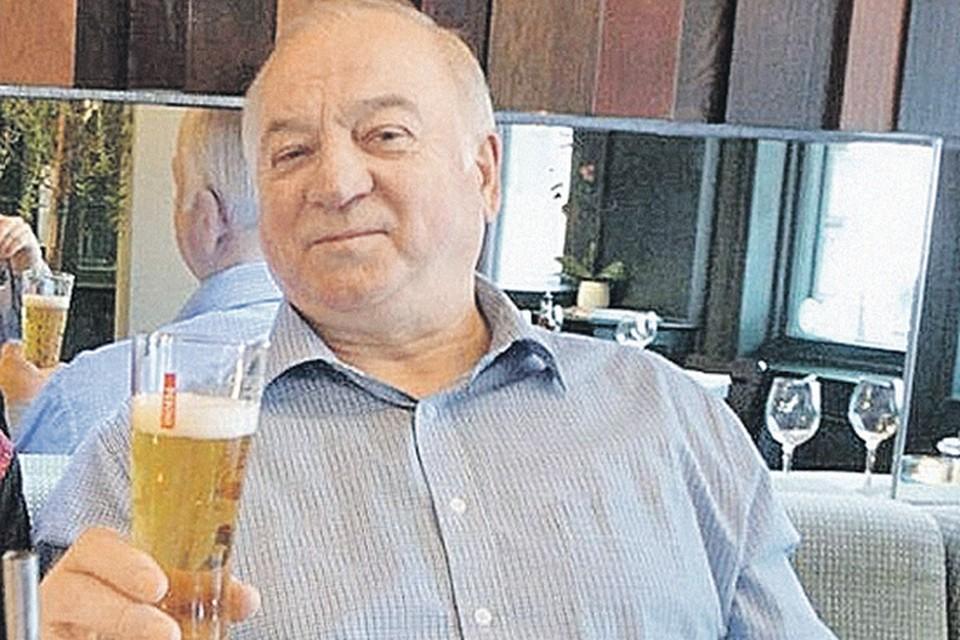 Лондон запутался в версиях: сначала заявлял, будто Сергей Скрипаль (на фото) отравился в кафе, потом - в собственном доме.