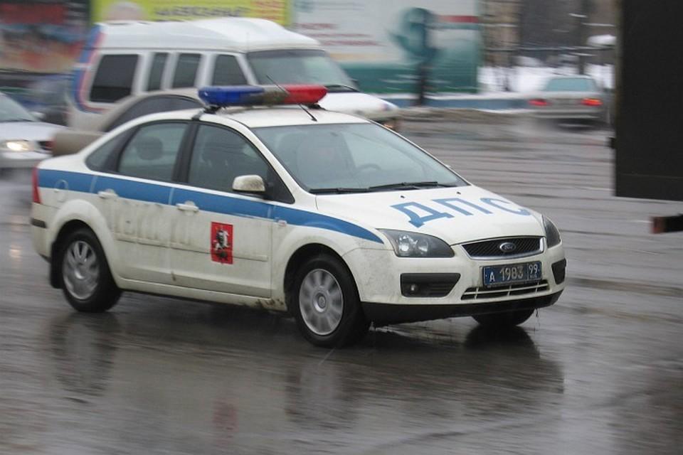 На место столкновения автобусов в Москве выехали экипажи ДПС и кареты скорой помощи
