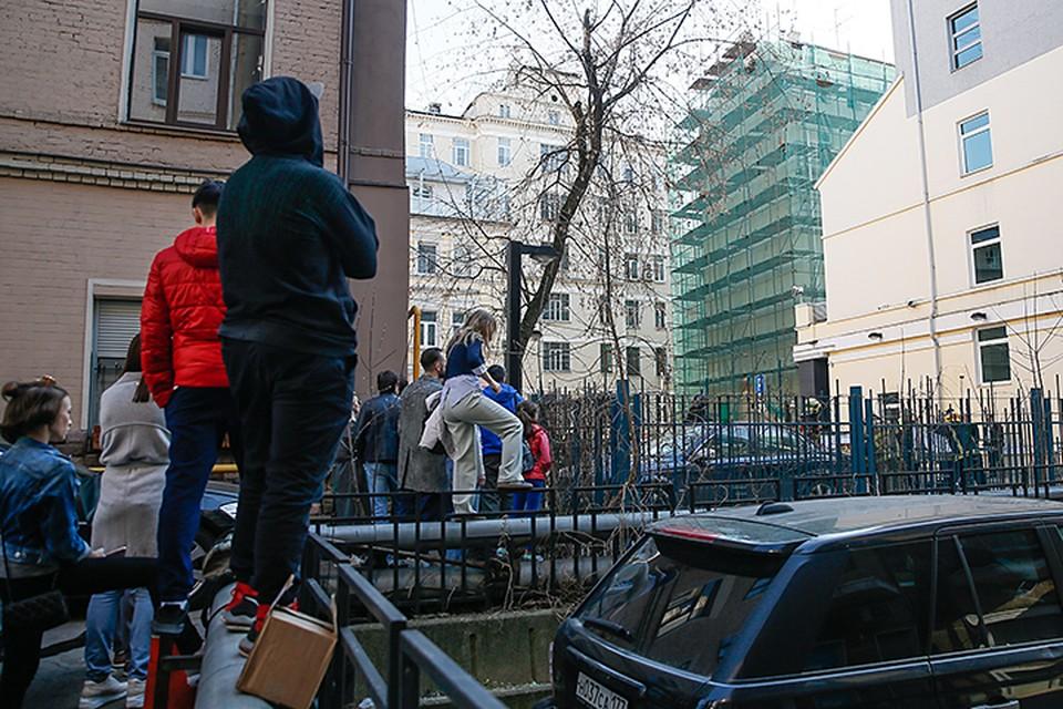 Когда люди смогут вернуться своей квартиры – пока не ясно. Фото: Александр Щербак/ТАСС
