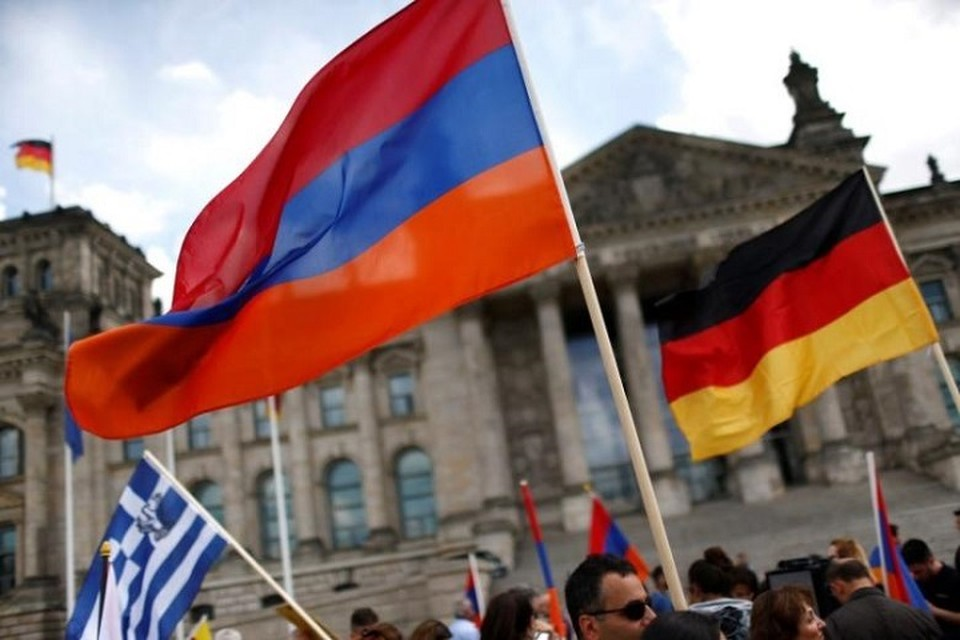 В столице Армении проходит акция протеста