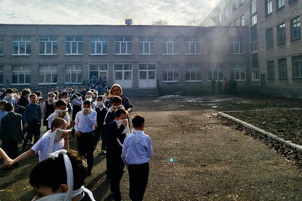 7-летний ученик школы № 1 города Стерлитамака в Башкирии напал на своих одноклассников. После чего поджег класс