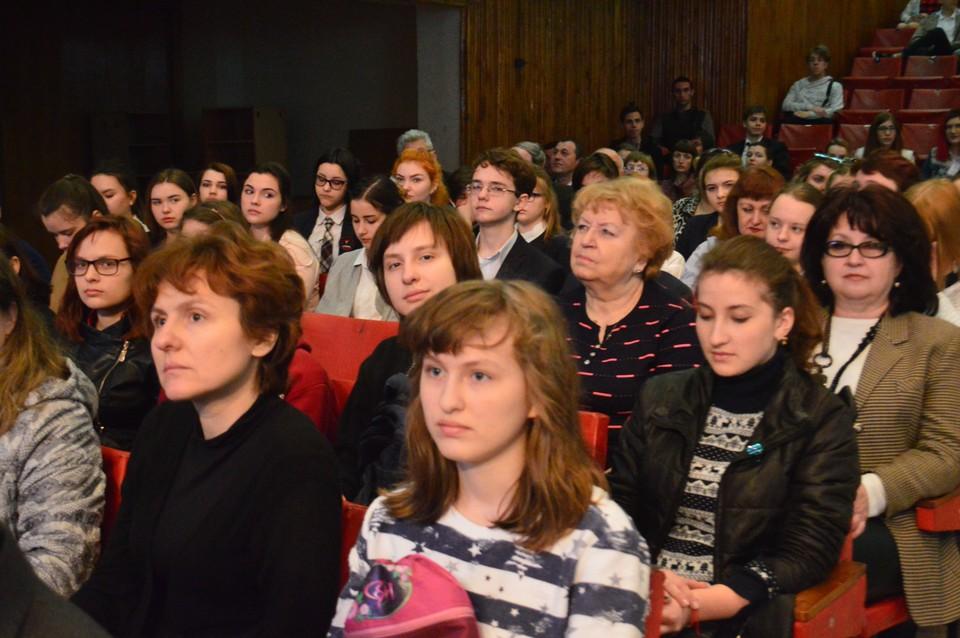 Воскресным утром в ДонНУ собрались студенты, школьники и их родители, чтобы вместе провести ярмарку специальностей