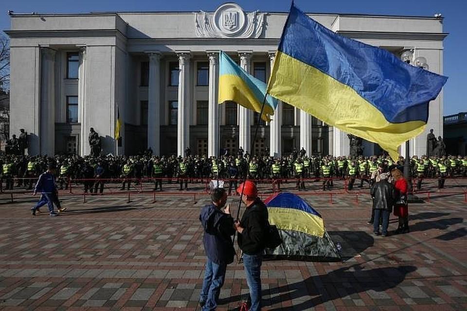В Киеве вновь неспокойно. Сторонники Саакашвили требуют отставки президента страны Петра Порошенко
