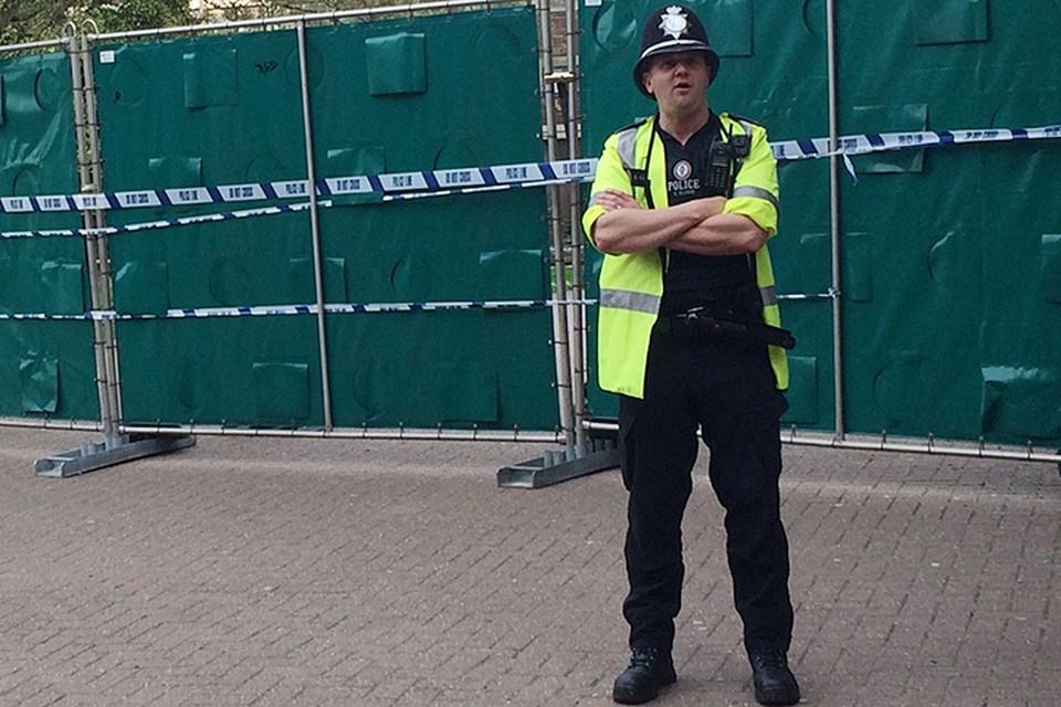 Полицейские в городе дежурят со всего королевства. Своих в Солсбери уже не хватает